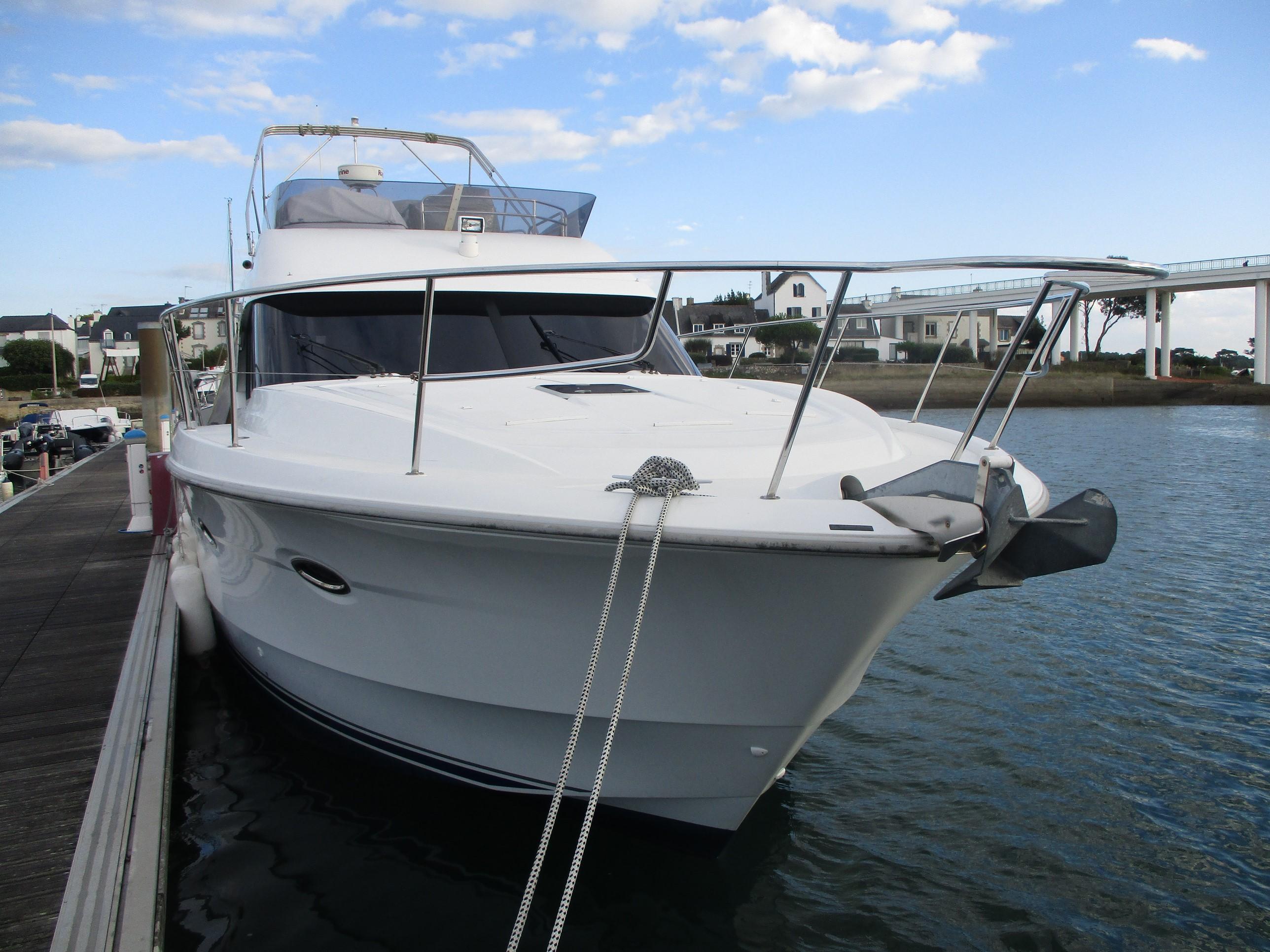 location de bateau moteur antares 42 louer un bateau en morbihan. Black Bedroom Furniture Sets. Home Design Ideas
