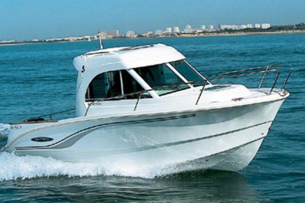 bateau a moteur habitable