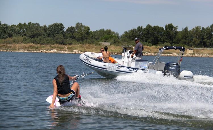 bateau-semi-rigide-sport-nautique